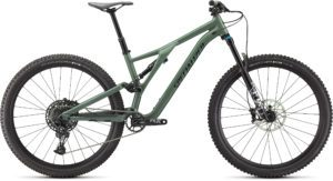 Specialized Stumpjumper Comp Alloy 2021 Frontansicht in der Farbe Gloss Sage Green / Forest Green