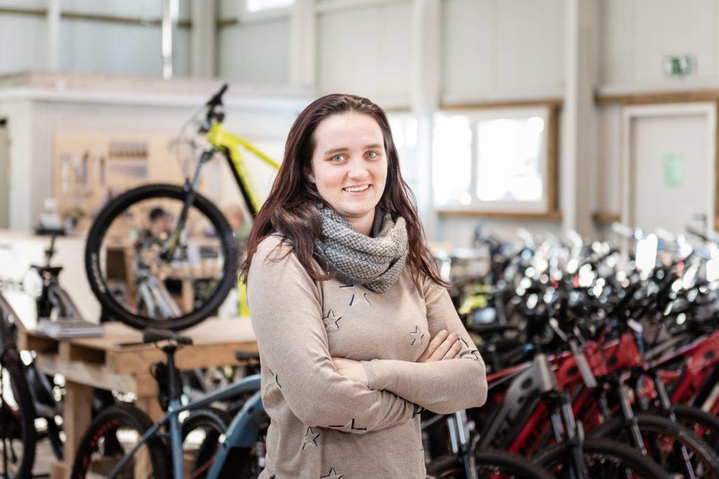 Stephanie Hirschi Bikebox Innendienst Team Shoot